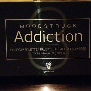 Younique's Moodstruck Addiction Shadow palette